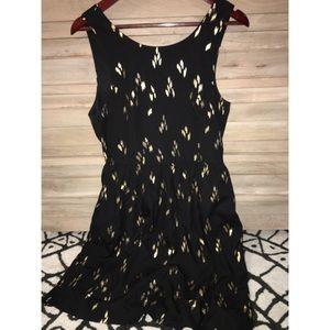 Black & Gold appliqué cocktail dress - size M